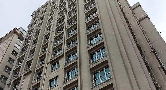 İstanbul'da 6. kattan atlayan adam feci şekilde hayatını kaybetti