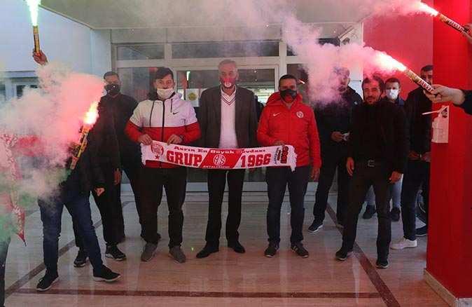 Grup 1966, Antalyaspor Kulübü Derneği Başkanı Mustafa Yılmaz'ı ziyaret etti
