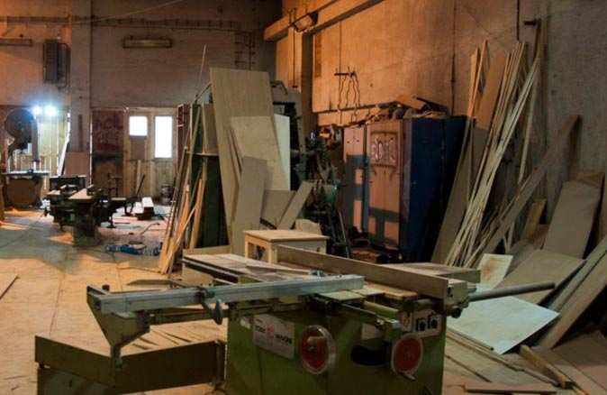 Antalya'da marangoz ağaç keserken elini kopardı