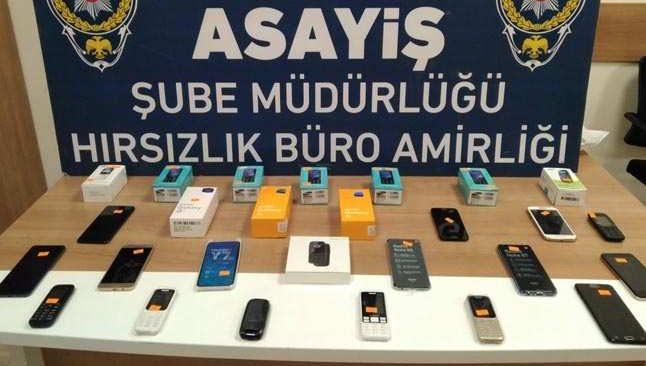Kaçak cep telefonu satan iş yerlerine baskın