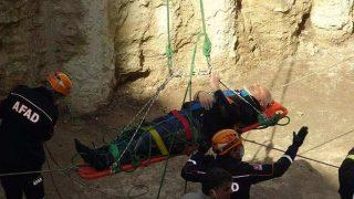 Ayağı kayan Muzaffer Aksoy 7 metreden betona çakıldı
