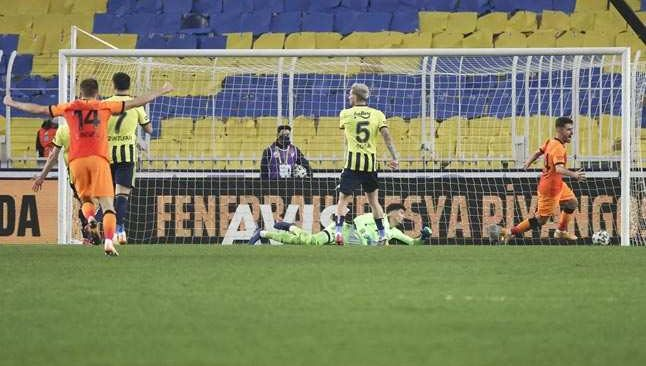 32 yıllık hasret sona erdi! Galatasaray ezeli rakibi Fenerbahçe'yi evin de yıktı