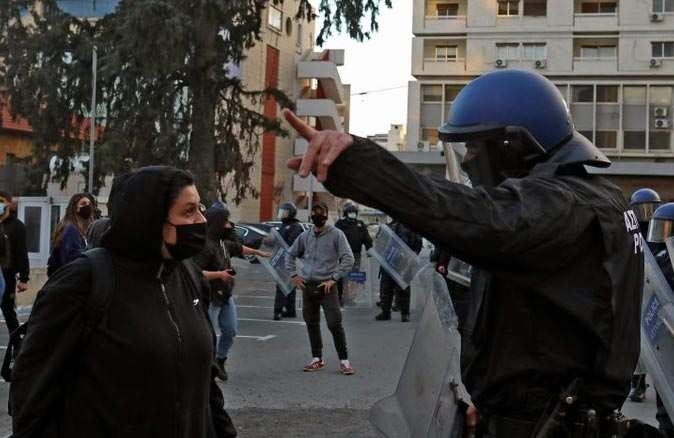 Güney Kıbrıs Rum kesiminde halk sokağa döküldü