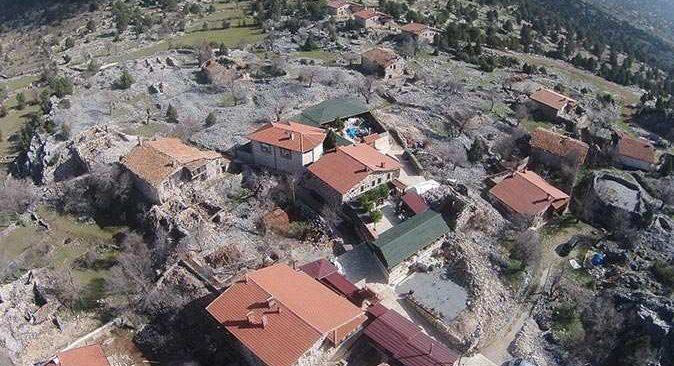 Beton yapıdan eser olmayan Sarıhacılar köyü büyük ilgi görüyor
