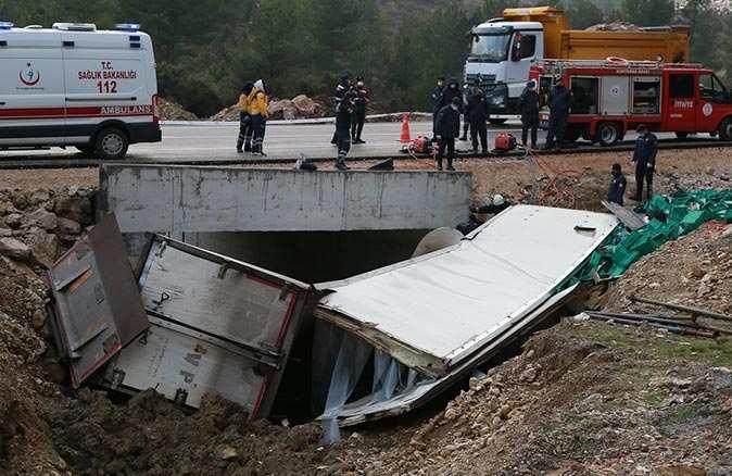 Kamyon sürücüsü Adem Gülsatar hayatını kaybetti