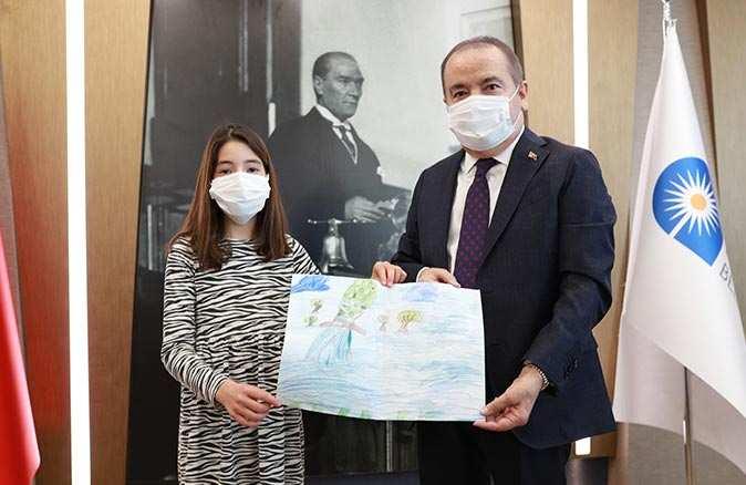 9 yaşındaki Mira duyarlılığı ile tüm Antalya'ya örnek oldu