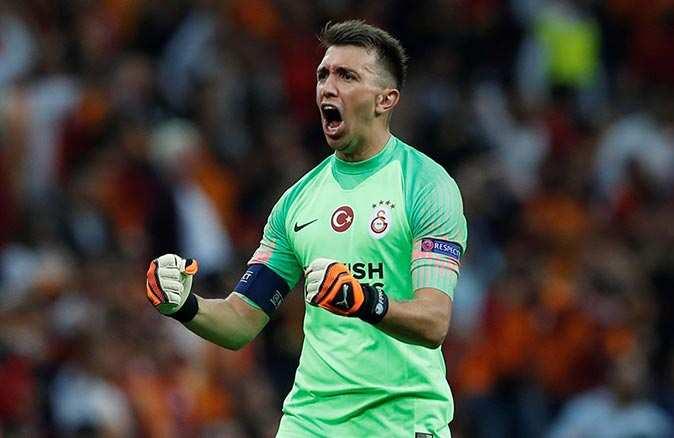Fernando Muslera Süper Lig'de 300 maç barajı geçen ilk yabancı oyuncu oldu