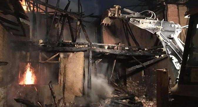 Mangal yapmak isterken 2 katlı evine yaktı