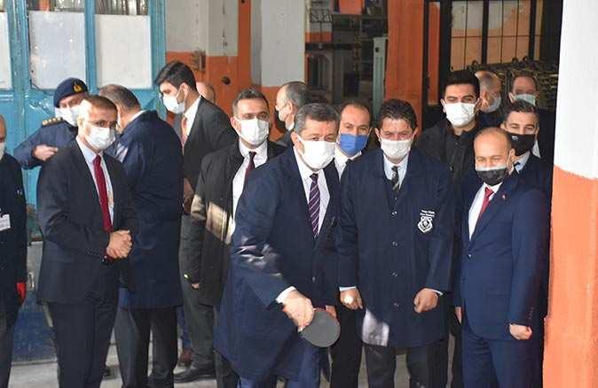 Milli Eğitim Bakanı Ziya Selçuk: 'Okulları peyderpey açma kararımız devam ediyor'