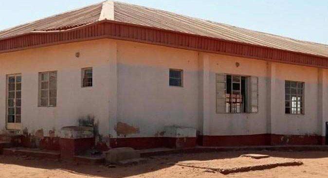 Nijerya'da yatılı okula baskın! Yüzlerce kız öğrenci kaçırıldı