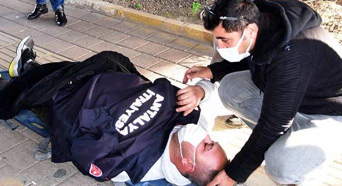 Antalya'da 'insanlık ölmemiş' dedirten davranış! Üşüyünce dayanamadı