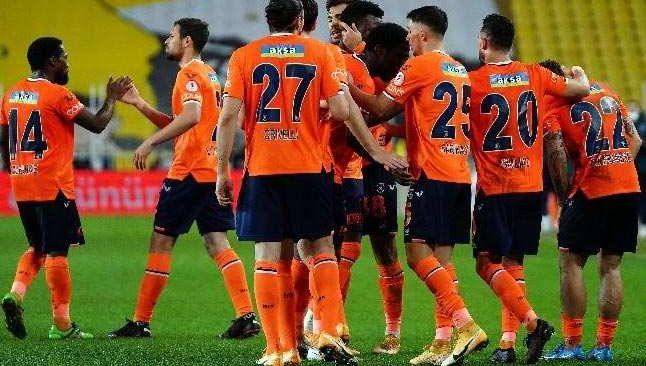 Aykut Kocaman'lı Başakşehir, ilk galibiyetini aldı