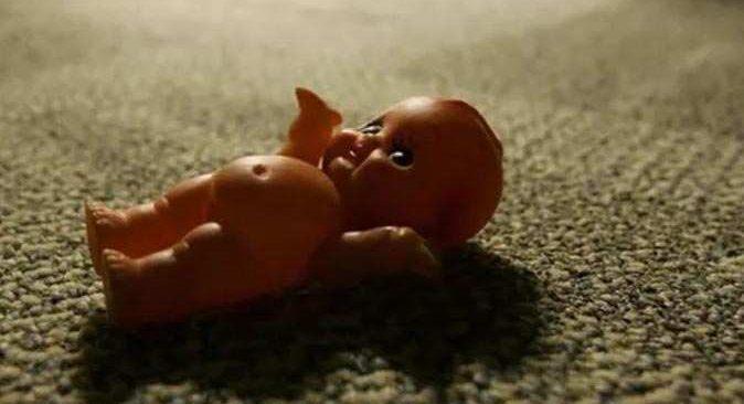 Rusya'da 'bebekleriniz ölü doğdu' dediler, kefeni açan baba şoke oldu