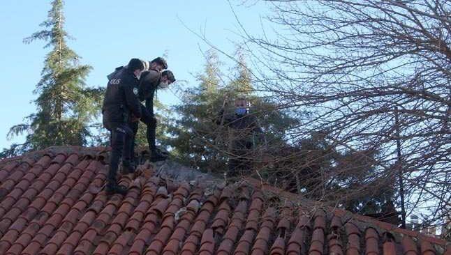 Metruk binanın tavan arasında erkek cesedi bulundu