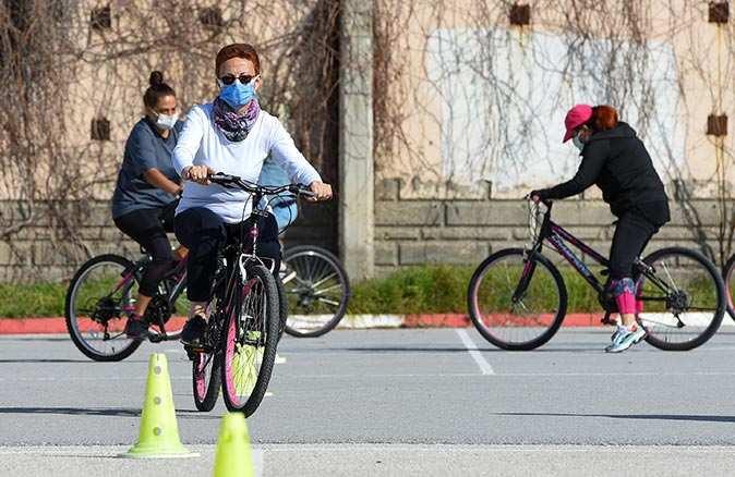 Muratpaşa Belediyesi'nin bisiklet eğitimine 900 yetişkin katıldı