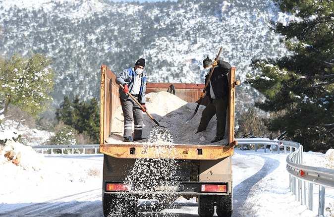 Konyaaltı Belediyesi'nden kar mesaisi