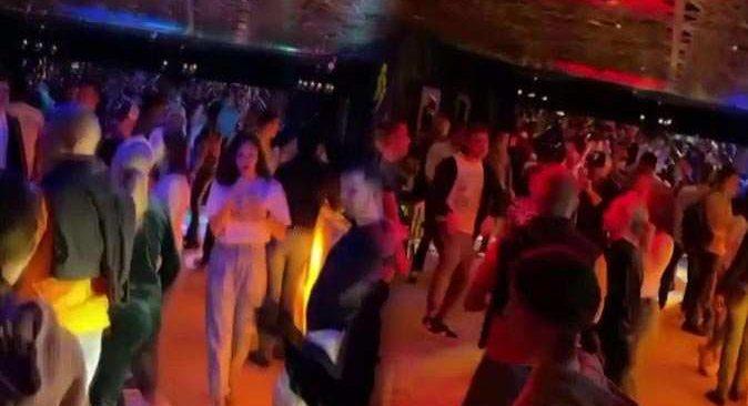 Antalya'da 'pes' dedirten görüntü! Kimse virüsü umursamadı