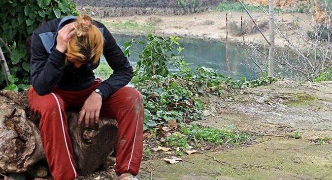 Düden Çayı'nda dakikalarca hareketsiz kalan kadına polis müdahale etti