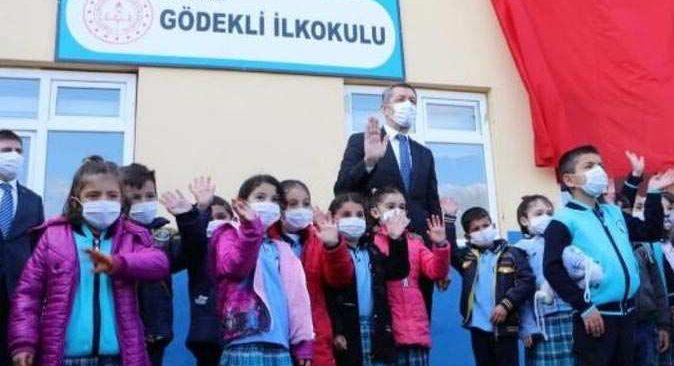 Bakan Selçuk açıkladı: 'Öğretmenler ay sonu ilk doz aşıları olacak'