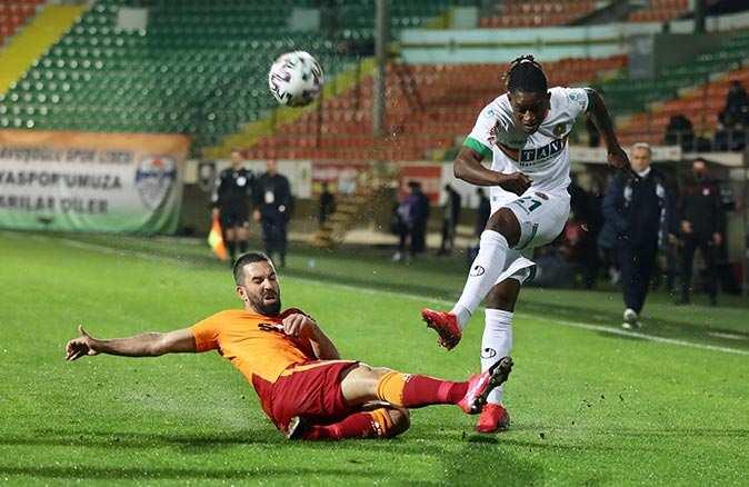 Son dakika... Galatasaray Alanyaspor'u mağlup ederek liderliğini sürdürdü