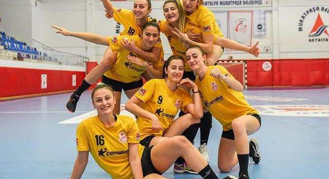 Muratpaşa'nın Kadın Hentbol Takımı deplasmandan galibiyetle ayrıldı