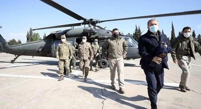 Milli Savunma Bakanı Hulusi Akar ve komutanlar sınır hattında!