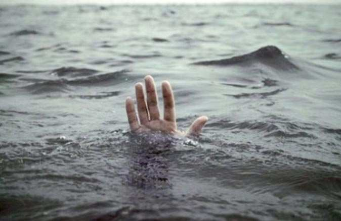 Foça'da denizde ceset bulundu