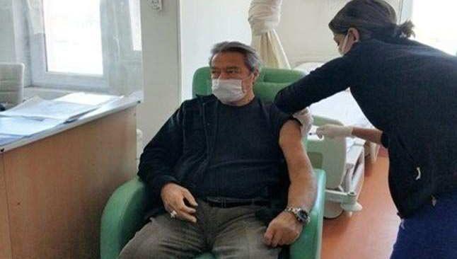 Kadir İnanır koronavirüs aşısını Muğla'da oldu