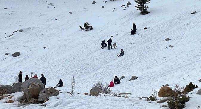 Antalya-Konya karayolunda kar eğlencesi