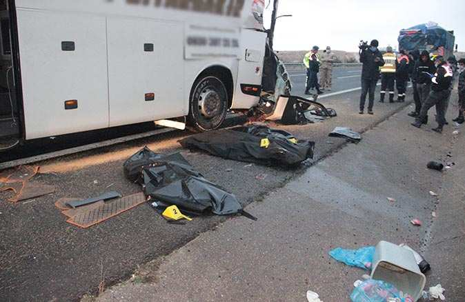 Şanlıurfa'da facia gibi kaza: 3 ölü, 30 yaralı!
