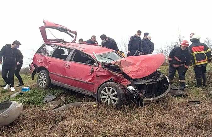 Sakarya'da otomobil takla attı! 1'i bebek 4 kişi yaralandı