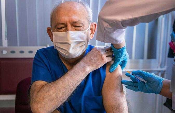 Kılıçdaroğlu, koronavirüs aşısı yaptırdı