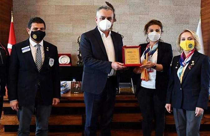 Konyaaltı Belediye Başkanı Semih Esen'e, Antalya Falez Rotary'den 'Meslek Başarı Ödülü'