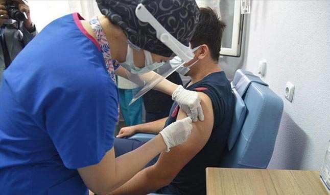 CoronaVac aşısı yapılanların sayısı 3 milyona yaklaştı