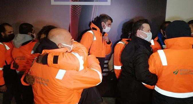 Günler sonra yurda dönen Türk denizcileri Bakan Çavuşoğlu karşıladı