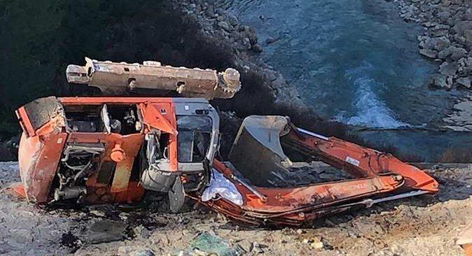 Antalya'da tır uçuruma yuvarlandı! Sürücü ölümden döndü