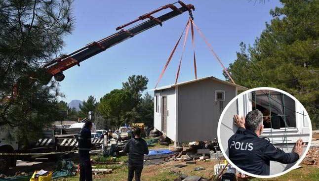 Hazine arazisine ev yaptı! Evini yıktırmamak için kendini kilitledi