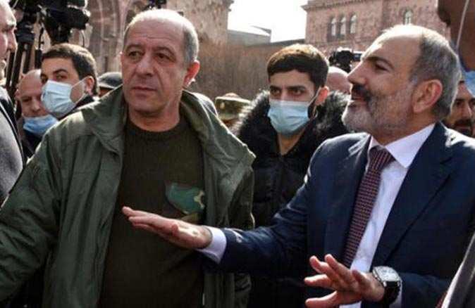 Nikol Paşinyan Genelkurmay Başkanı'nın görevden alınması tekrar talep etti
