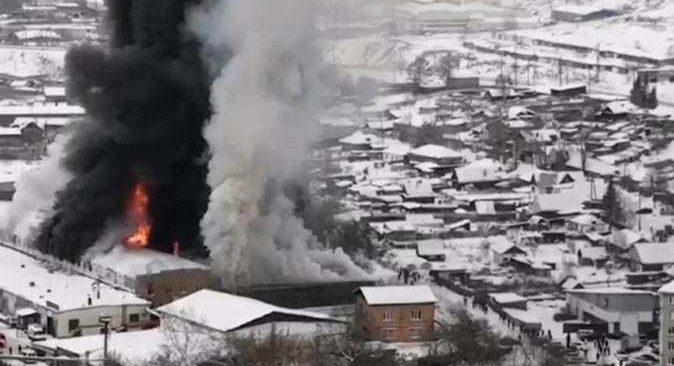 Rusya'da fabrika cayır cayır yandı