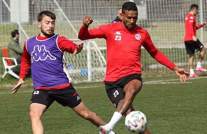 Antalyaspor, 6 yıldır yenemediği Başakşehir ile karşılaşılacak