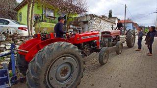 Çocukların traktör süren çocuklar yürekleri ağza getirdi