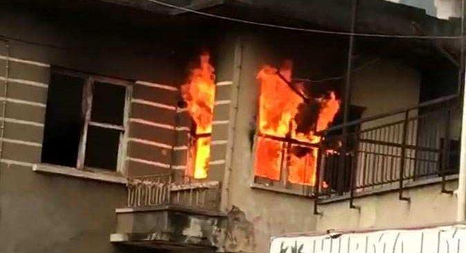 Antalya'da metruk bina cayır cayır yandı! Büyük panik yarattı