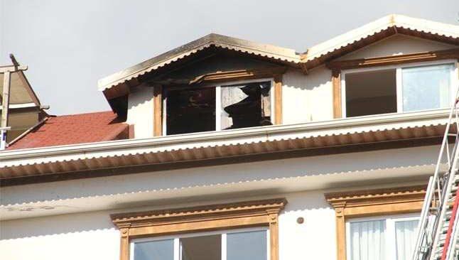 Alanya'da korkutan çatı yangını