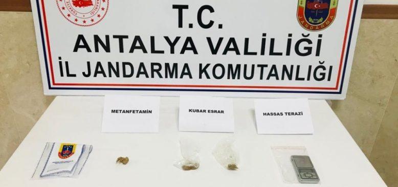 Turistlere uyuşturucu satan şahıs gözaltına alındı