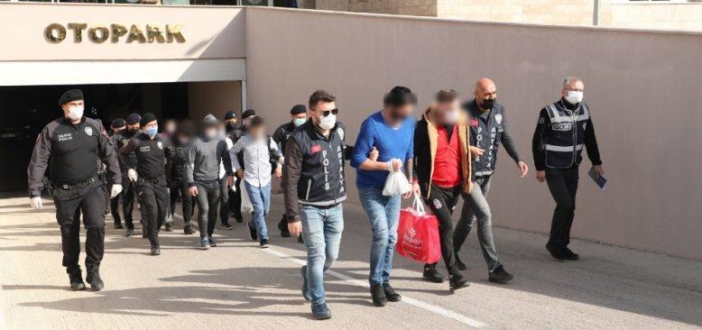 Antalya'da eş zamanlı operasyon! Çok sayıda gözaltı...
