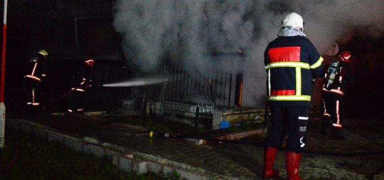 Eşine kızdı evi yaktı