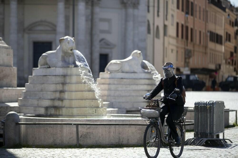 İtalya'da koronavirüs 354 can daha aldı
