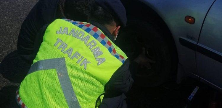 Jandarma mağdur vatandaşın yardımına koştu