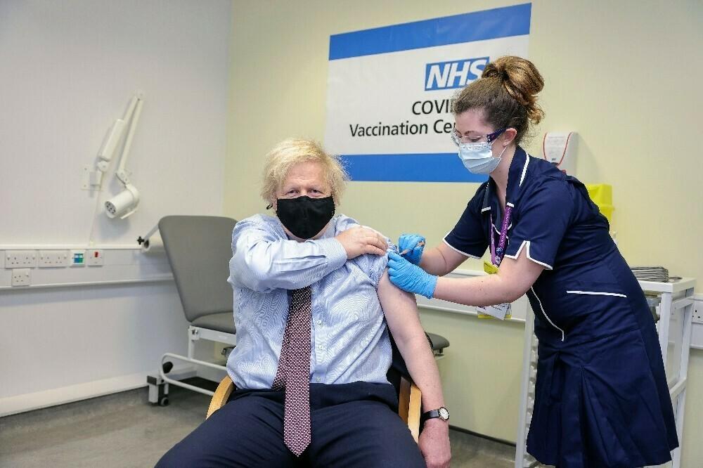 İngiltere Başbakanı Johnson AstraZeneca aşısı oldu
