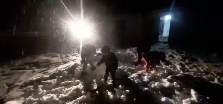 Antalya'da 6 yıl aradan sonra yağan kar sevinci